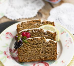 Plum cake vegano de limón y semillas de amapola